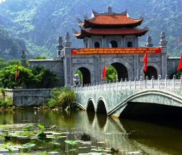 Hoa Lu Ancient Capital – Van Long  Van Long Wetland Day Tour