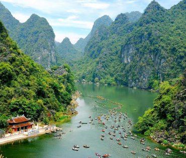 Trang An EcoTourism Complex – Mua Caves Viewpoint – Tam Coc Day Tour